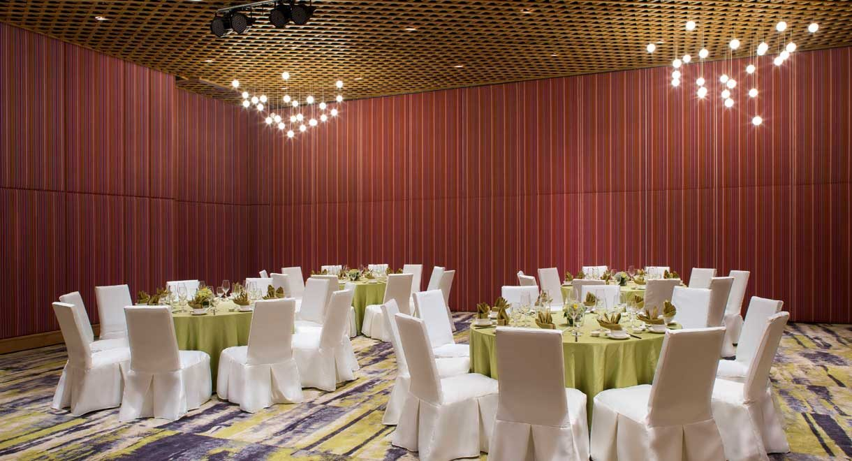 Moonrise-Beach-Resort-Ballroom-Banquet-1220x660