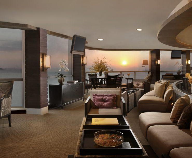 702 Dusit Club Room